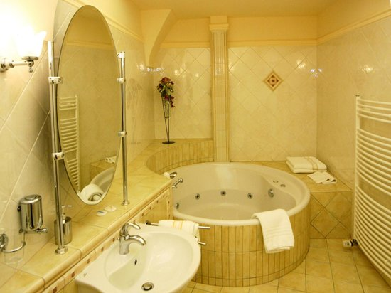 Hotel Ambassador: Suite bathroom