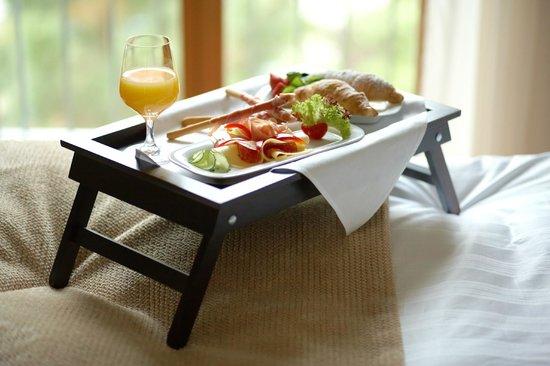 Hotel Ambassador: Room service