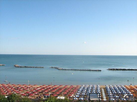 Park Hotel Cattolica:                   spiaggia
