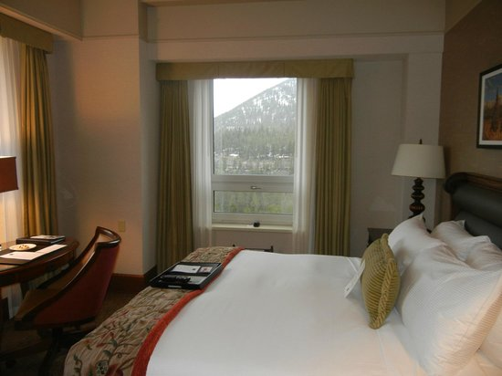 Fairmont Banff Springs:                   Sleeping Room