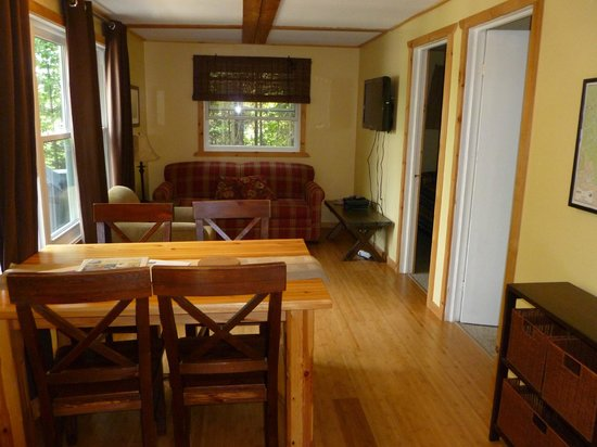 Barry's Bay Cottage Resort :                   living dining area
