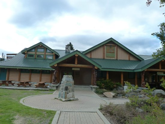 Manning Park Resort: Außenansicht Restaurant und Shop