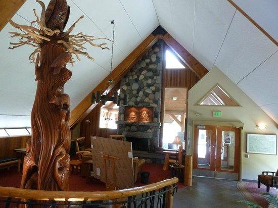Manning Park Resort: Empfangshalle mit Internetecke