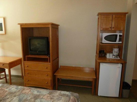 Manning Park Resort: Fernseher, Microwelle und Kühlschrank
