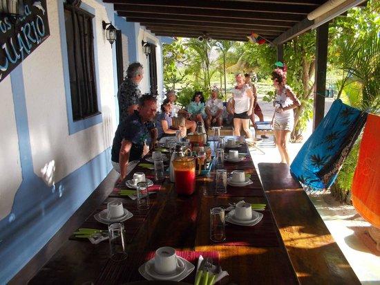 Posada Acuario:                   Veranda ristorante (la colazione)
