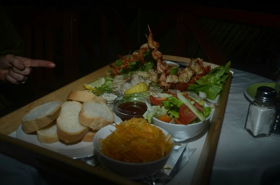 Tropicana Lagoon Apartments Resort:                   delicious seafood wedding meal