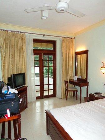 Oak Ray Serene Garden Hotel:                   Intérieur chambre