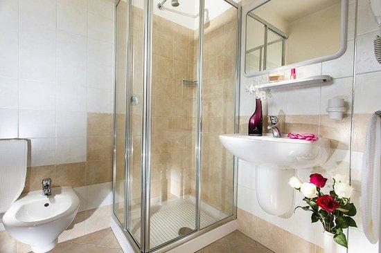 Hotel Ben Hur : Box doccia in cristallo