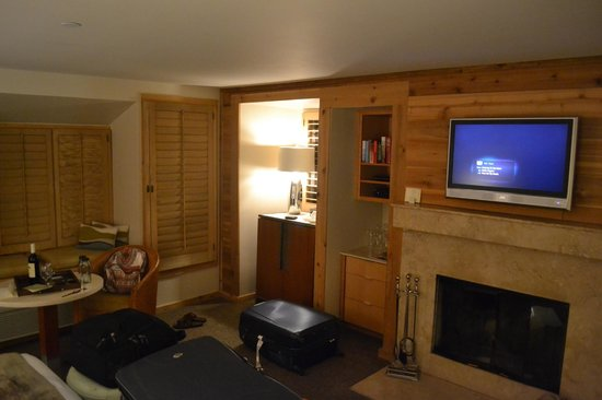 Ventana Inn & Spa:                   Our room