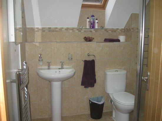 Garadh Buidhe Bed and Breakfast:                   Bathroom