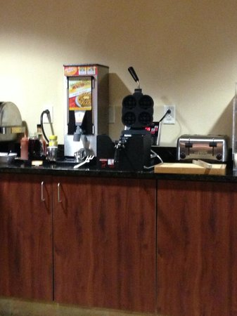 Best Western Plus Victor Inn & Suites:                   Breakfast area