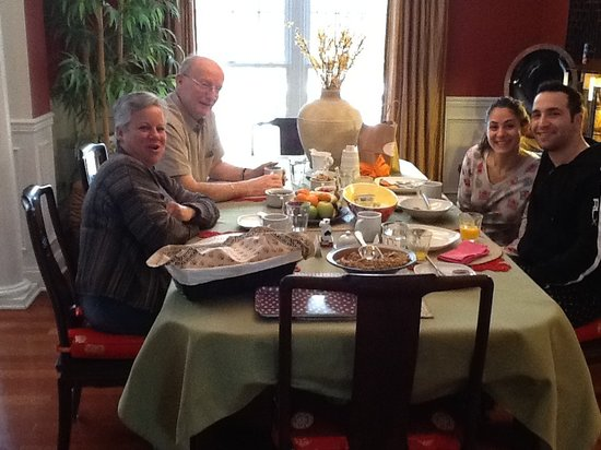 green ROCKS inn: Happy guests after a delicious breakfast