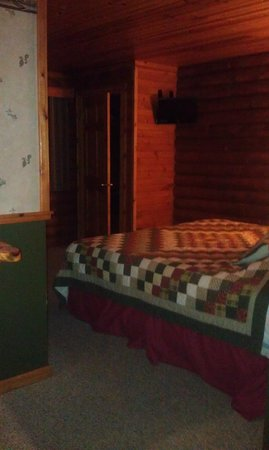Cedar Lodge & Settlement:                                     Master suite