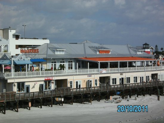 Hooters - Johns Pass: Hooters restaurant John's Pass