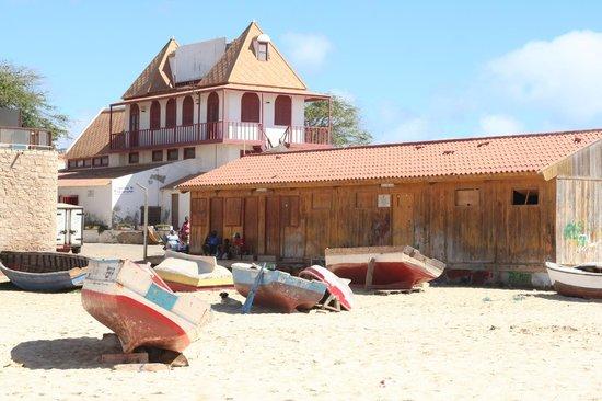 Praia de Santa Maria:                   Barche e baracche