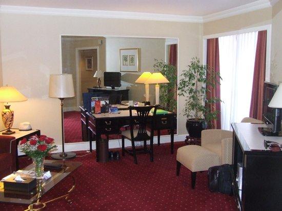 Radisson Blu Hotel, Dubai Deira Creek:                   club room
