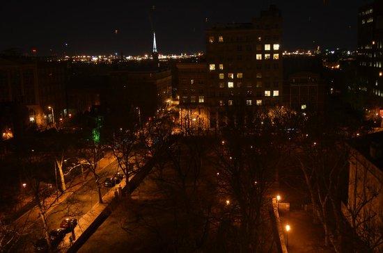 أومني هوتل اندبندنس بارك:                   Evening view from room on 8th floor                 