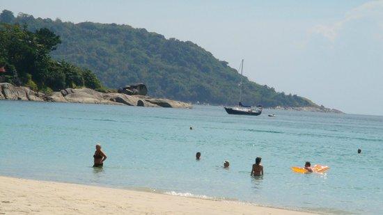 Boomerang Village Resort:                   La spiaggia dell'hotel a Kata
