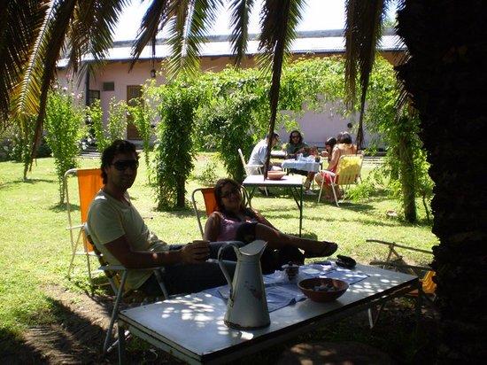 Hostal Don Mateo: Desayunando en el parque