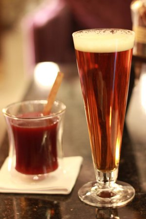 Four Seasons Hotel Gresham Palace:                   Hot Wine and Beer @downstairs lounge