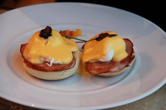 Four Seasons Hotel Gresham Palace:                   Breakfast