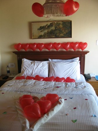 Villa Retreat:                   Birthday Surprise Decoration