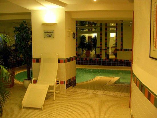 Crowne Plaza Hotel Salzburg - The Pitter:                   Pool / Ruhebereich