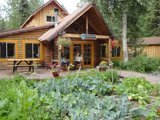 Kenai Riverside Lodge: Fresh vegetables and herbs grown on site, a beautiful landscape in front of the Lodge.