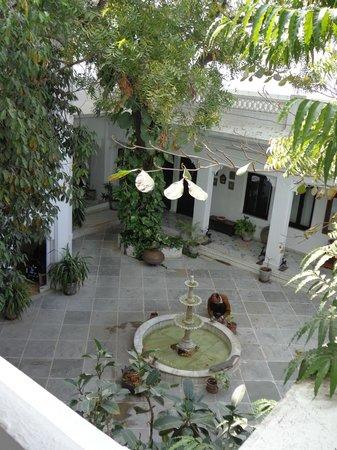 Karohi Haveli:                   leafy inner courtyard