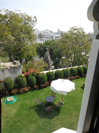 Karohi Haveli:                   front garden and palace view