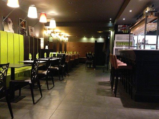 Via Roma: Salle de restaurant