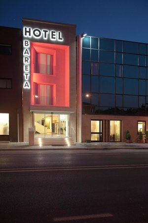 Hotel Bareta: Facciata Rossa