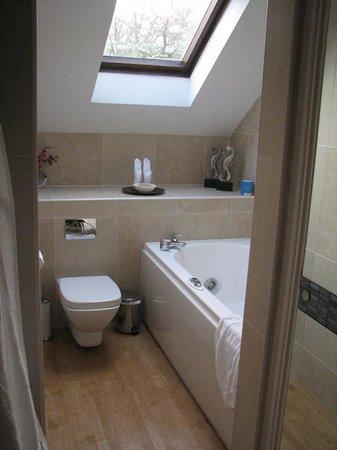 Hillthwaite Hotel:                   Whirlpool Bath Room 33