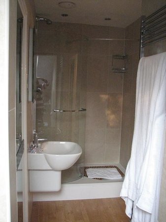 Hillthwaite Hotel:                   Shower in Room 33
