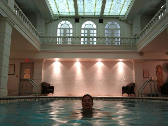 Grand Hotel Toronto:                   Pool