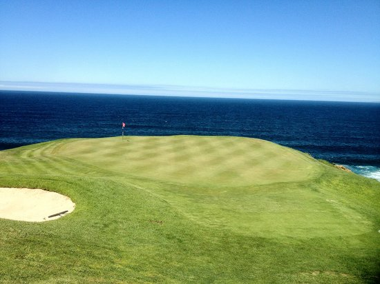 Pinnacle Point Golf Club:                   1st par 3 .....stunning....an 8/9-iron will do