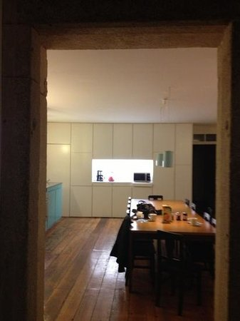 Almada Guesthouse:                   kitchen...