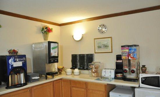 Econo Lodge Colonial : Breakfast Room
