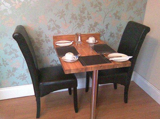 No 71 Bed & Breakfast:                                     breakfast room