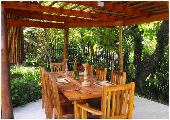Free Spirit Oasis: Dinning Area