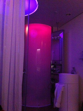 citizenM Amsterdam:                   la doccia!