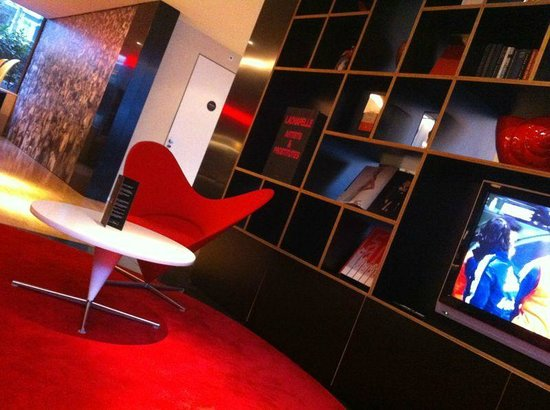 citizenM Amsterdam:                   hall