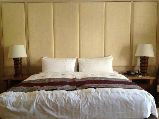 Shangri-La's Boracay Resort & Spa:                                     king bed