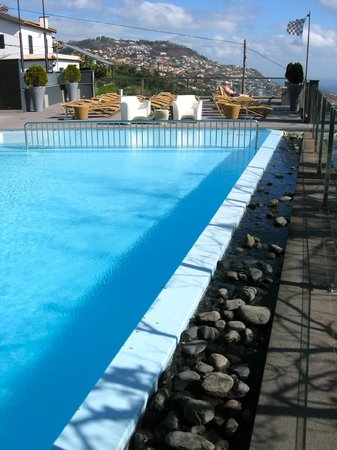 Quinta Mirabela:                   Beautiful pool with a view