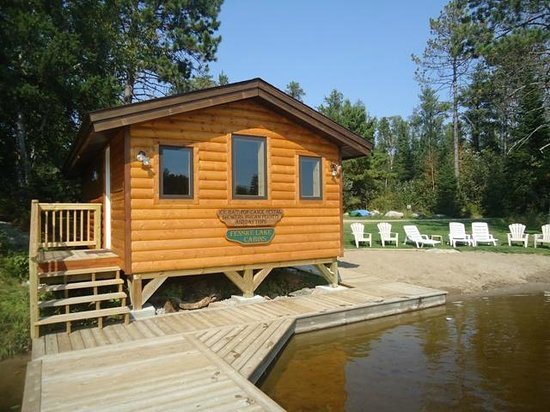 Fenske Lake Resort Cabins: Sauna and Beach area