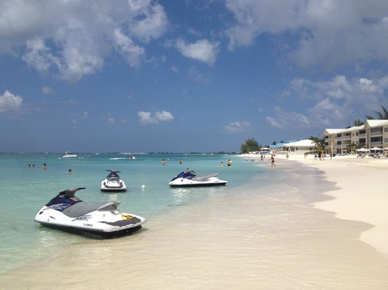 Grand Cayman Marriott Beach Resort:                   Beach the right of the Marriott