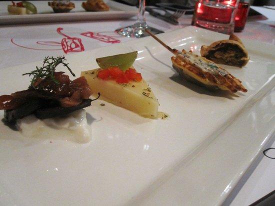 Bistro Apollo Concept :                   Les amuses bouches: Morcilla, provolone, panchuker, empanada de boeuf