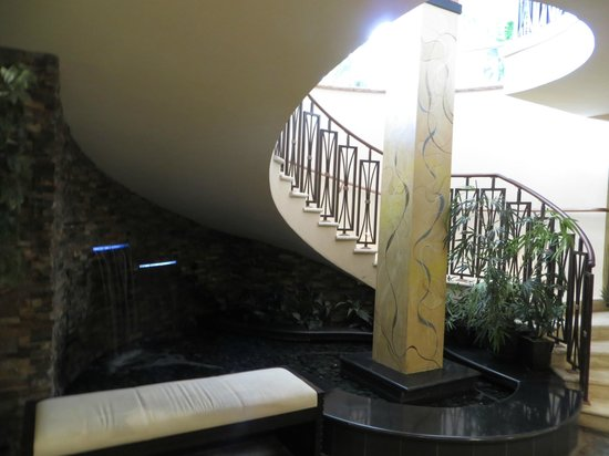 Newport Beachside Hotel and Resort:                                     Lower Lobby Staircase