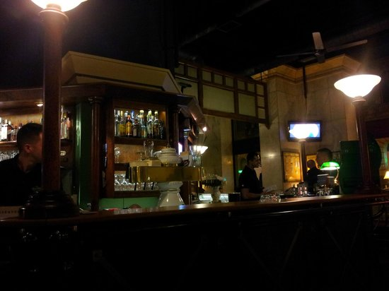Stex: View of the bar