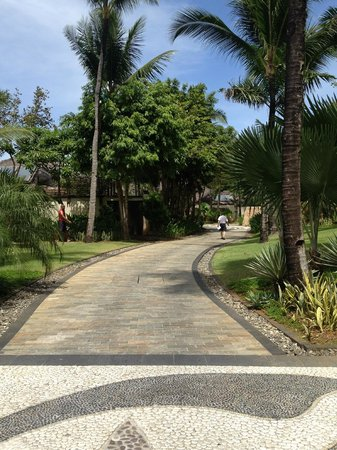 Shangri-La's Boracay Resort & Spa:                                     walkways/driveways for carts